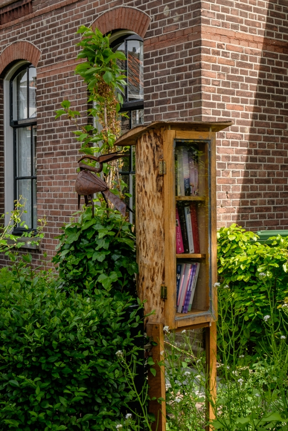a little free library in Agnetapark :)